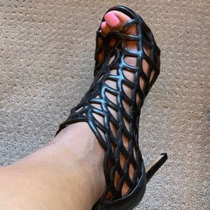 Vince Camuto Blk Cage Stiletto open toe shoe.